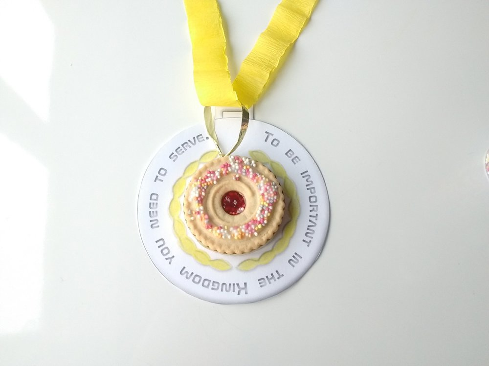 An edible medal_Who is the most important?