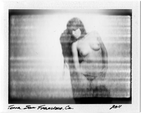 Black and White Polaroid #p20110806_04 / Untitled Nude