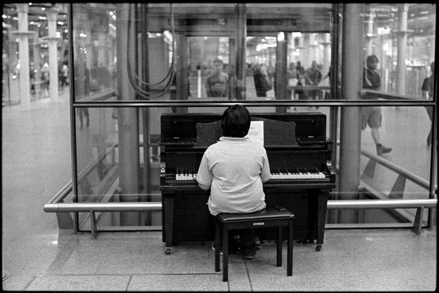 0296_22A Piano Player, London