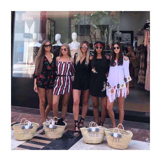 ☀️// Q U I Z Q U E E N S - Check out these gorgeous girls showing off their @shop_guidedtor bags on the #quizqueen trip to Marrakesh with @quizclothing - Hands up if you wish you were on holiday 🙌🏻 - #guidedtor -