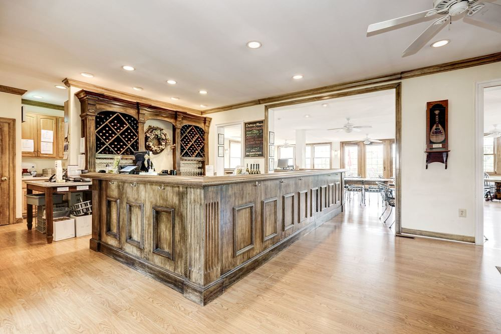 Tasting Room U-Shaped Bar