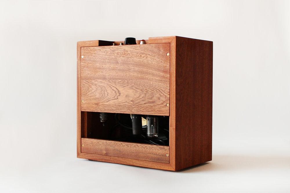Emma Senft, custom amp, mahogany, solid wood, fine furniture, Montréal, meubles sur mesure
