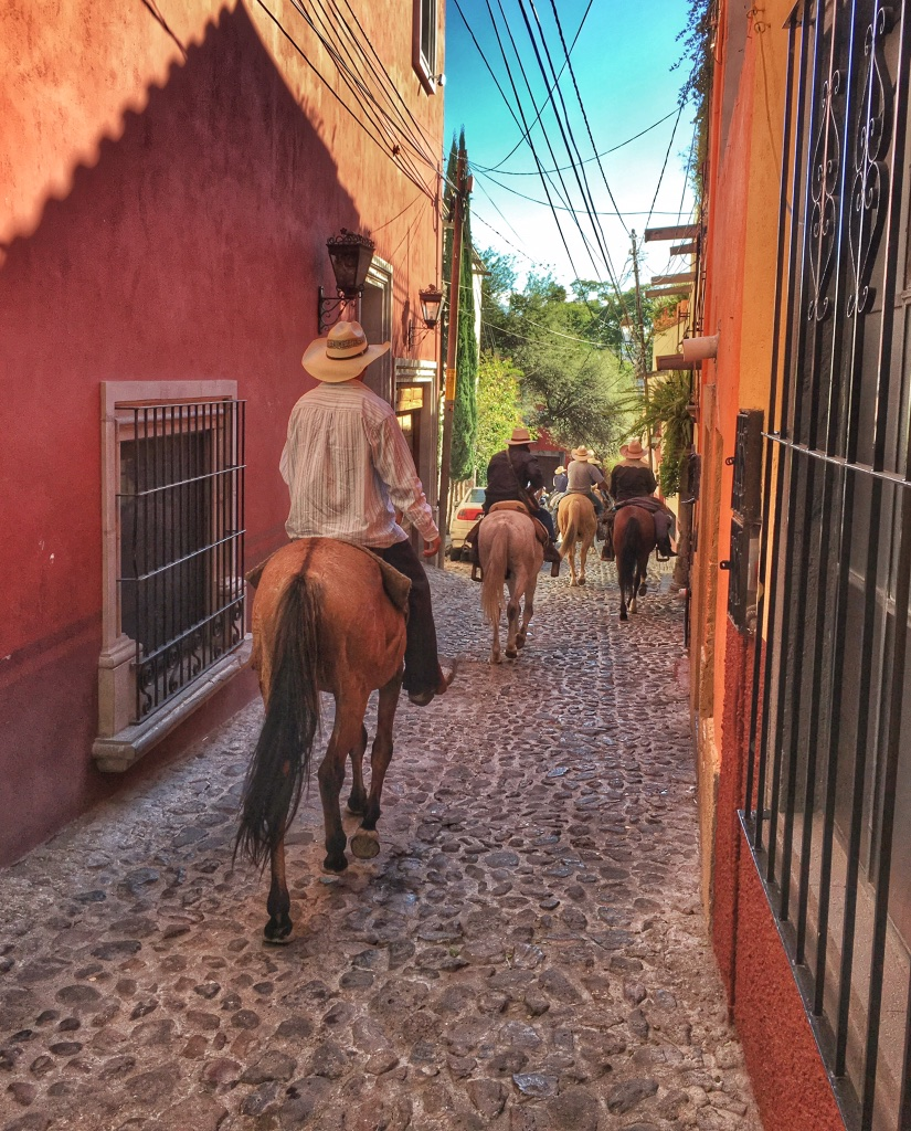 Evening rush hour in front of our door in San Miguel