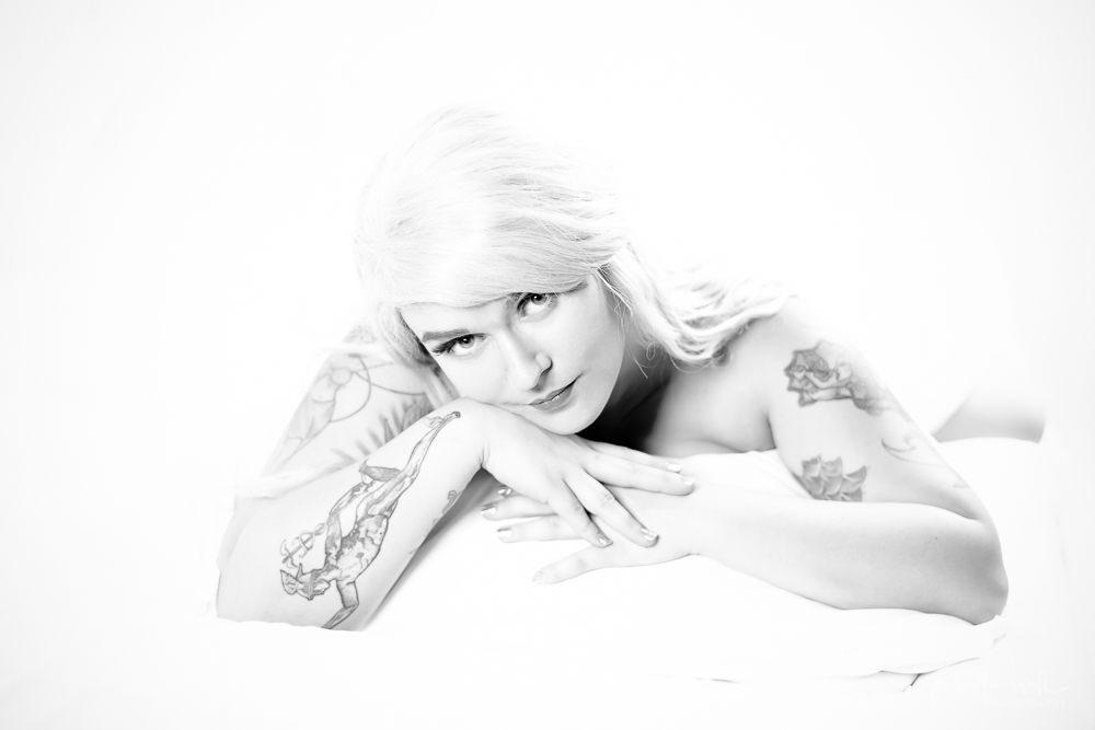 Be your Own Kind of Beautiful - Boudoir 'The White Sheet' with Gemma