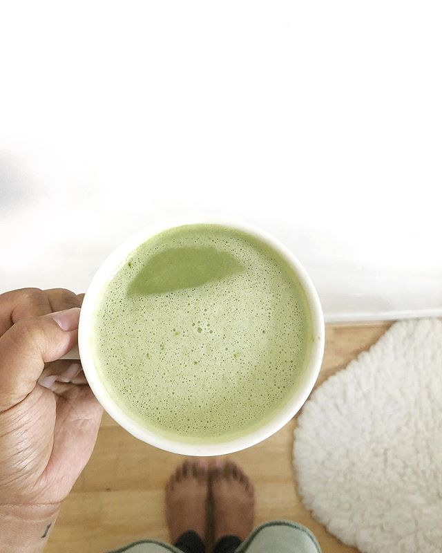 I loveeeee Matcha. One of my other fave things to look forward to aside from being with Jet all day & slowing down on days off is whipping me up a drink in the morning (late morning #letsbehonest #momlife) - whether it be a protein shake, smoothie, or these days, an at home matcha 🍵 (has sooo many good benefits, google it!) ⠀⠀⠀⠀⠀⠀⠀⠀⠀ ⠀⠀⠀⠀⠀⠀⠀⠀⠀ Still trying to see what works for me but this is what I'm loving so far — ⠀⠀⠀⠀⠀⠀⠀⠀⠀ ⠀⠀⠀⠀⠀⠀⠀⠀⠀ // 1 cup of warmed milk (these days it's either homemade almond milk or @oatly milk lately - both are yummy!) // 6oz of hot water water // 2 tbsp @ippodo matcha // 2 scoops @vitalproteins collagen peptides // 1/2 tsp of Ashwaganda @moonjuice (still getting acclimated to adaptogens so I'm starting off small) // 1 tbsp coconut butter @artisanorganics // 2 tbsp organic honey - all into a blender & on high for a minute! ⠀⠀⠀⠀⠀⠀⠀⠀⠀ ⠀⠀⠀⠀⠀⠀⠀⠀⠀ Trying to push for the little things that bring on all the joy; for me today, it's a cup of my fave drink. ⠀⠀⠀⠀⠀⠀⠀⠀⠀ ◠ Almost didn't post this when I realized my terrible foot tan was in the shot. But oh well, this is me. This is real life. 🙈🤷🏻‍♀️ #morningmatcha #morningsmatter #holdthemoments #theartofslowingdown