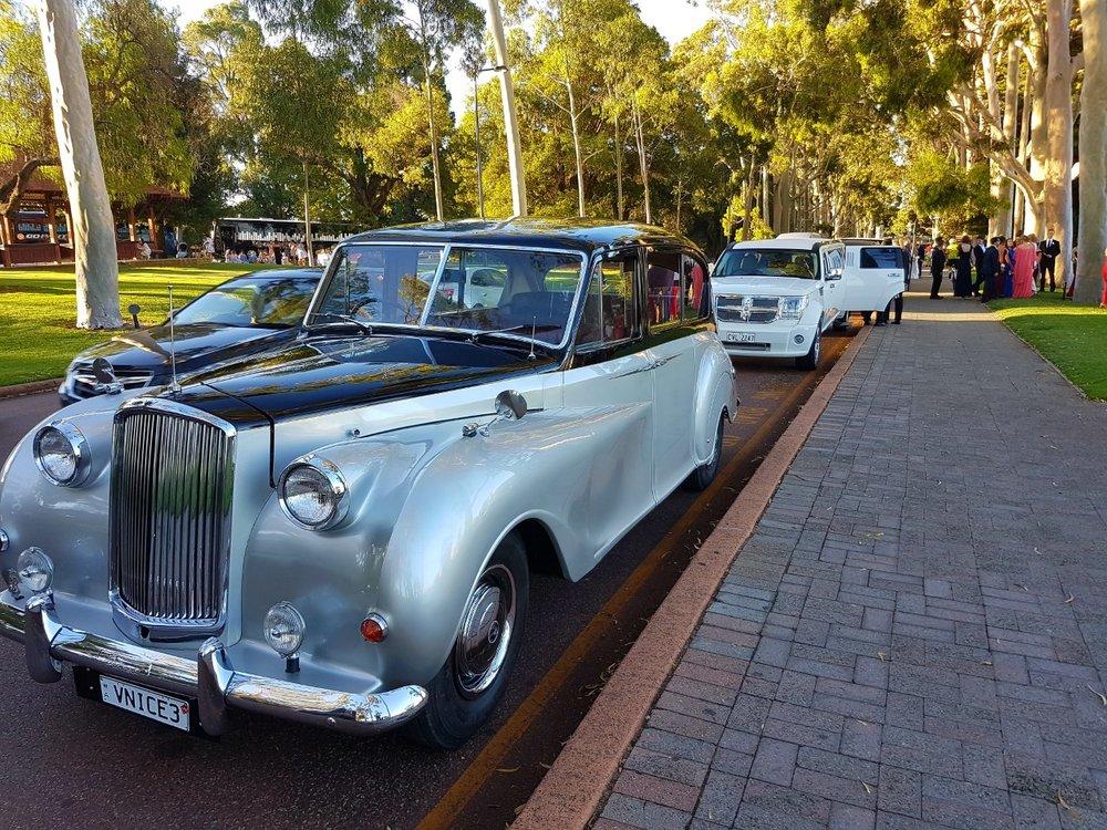 Very Nice Classics Cars & Limousines