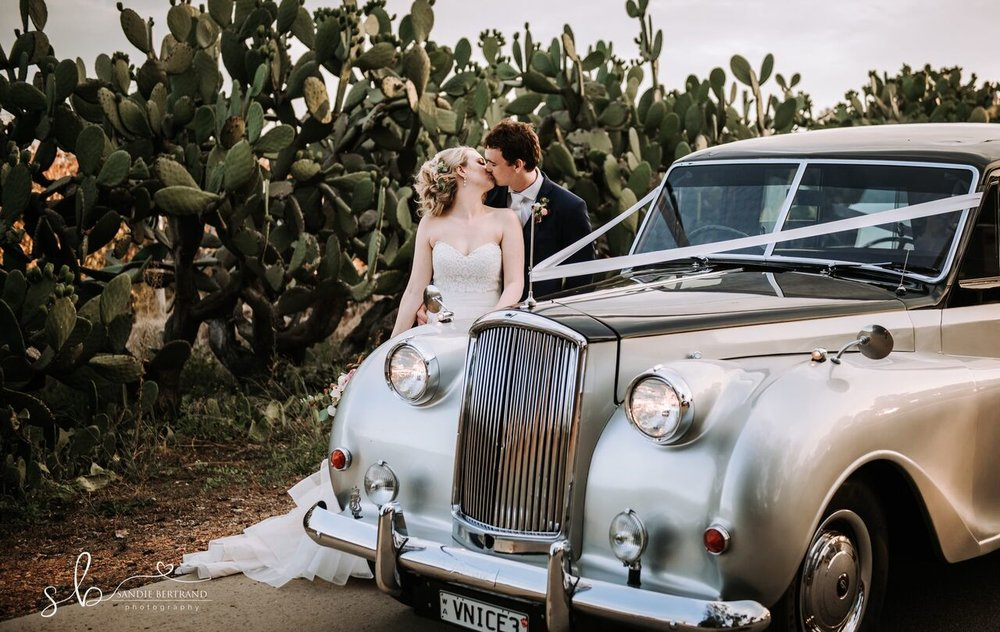 wedding--147_preview-very-nice-classics-wedding-cars-sandie-bertrand-the-kiss.jpeg