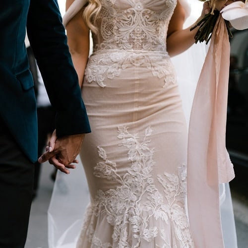 Holding hands. The most simple yet intimate of all gestures that displays to the world that you are, in fact, one.  Bouquet sash in La Perla, now available online. 📷:@siempreweddings  #silkribbon #silkribbonaustralia #plantdyed #plantdyedsilk #plantdyedsilkribbon #handdyed #handdyedsilk #botanicaldye #weddingbouquet #bouquetribbon #bouquetsash#weddingdetails #thepaperbotanist