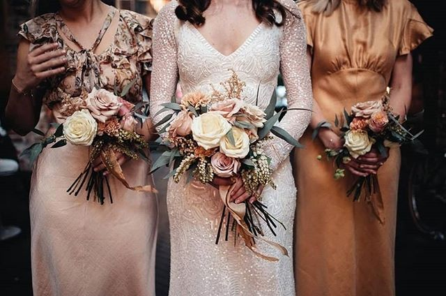 Is anyone else looking forward to the slightly cooler temperatures and moodier colour palettes of Autumn? We certainly are, terracottas and deep earthy tones are our jam!  Bouquets by @pianandjade, featuring our silk ribbon in Light Terracotta and Tuscan Sunset. Photo by @jackhenryphoto.  #silkribbon #silkribbonaustralia #plantdyed #plantdyedsilk #plantdyedsilkribbon #handdyed #handdyedsilk #botanicaldye #weddingbouquet #bouquetribbon #weddingdetails #thepaperbotanist