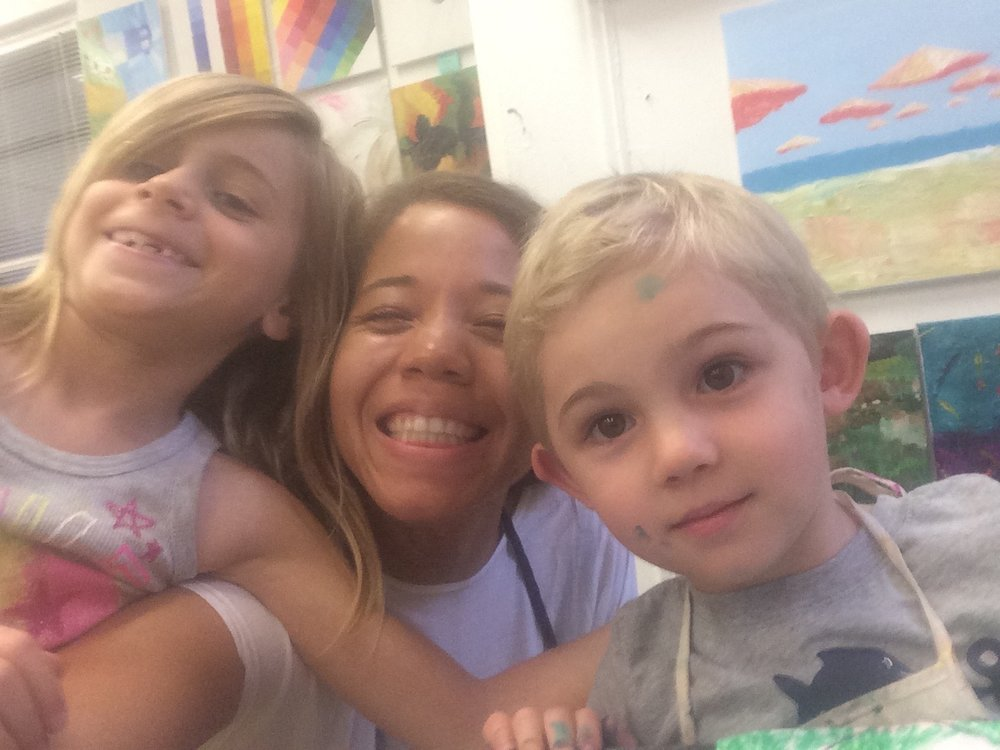 Mj Batson with students making art