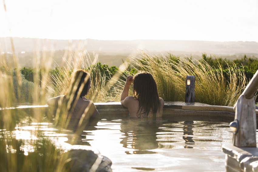 RS700_Peninsula Hot Springs - Friends relaxing in hilltop pool-scr.jpg