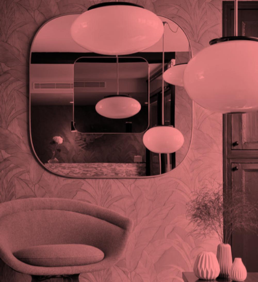 MIROIR - «Le miroir est une deuxième réalité»Un miroir est un élément décoratif essentiel dans une pièce, générant grandeur et lumière.Nous proposons un large choix de miroirs décoratifs: des formes classiques et géométriques aux designs les plus uniques, signés parles créateurs.Nous concevons notre propre verre argenté et vous offrons la possibilité de choisir parmi nos différents matériaux d'encadrement.