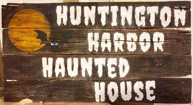 Need a sign for a special event? Let us help you out. This sign for a private home that is always a contender & often a winner for holiday decorating. CONTACT US @ www.19thand west.com