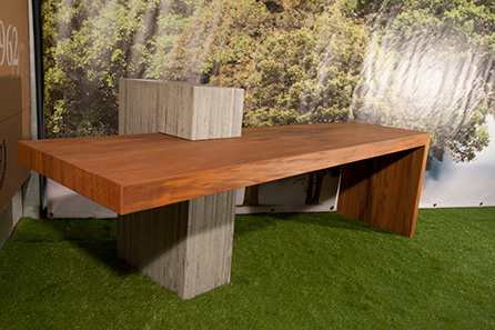 Table in teak