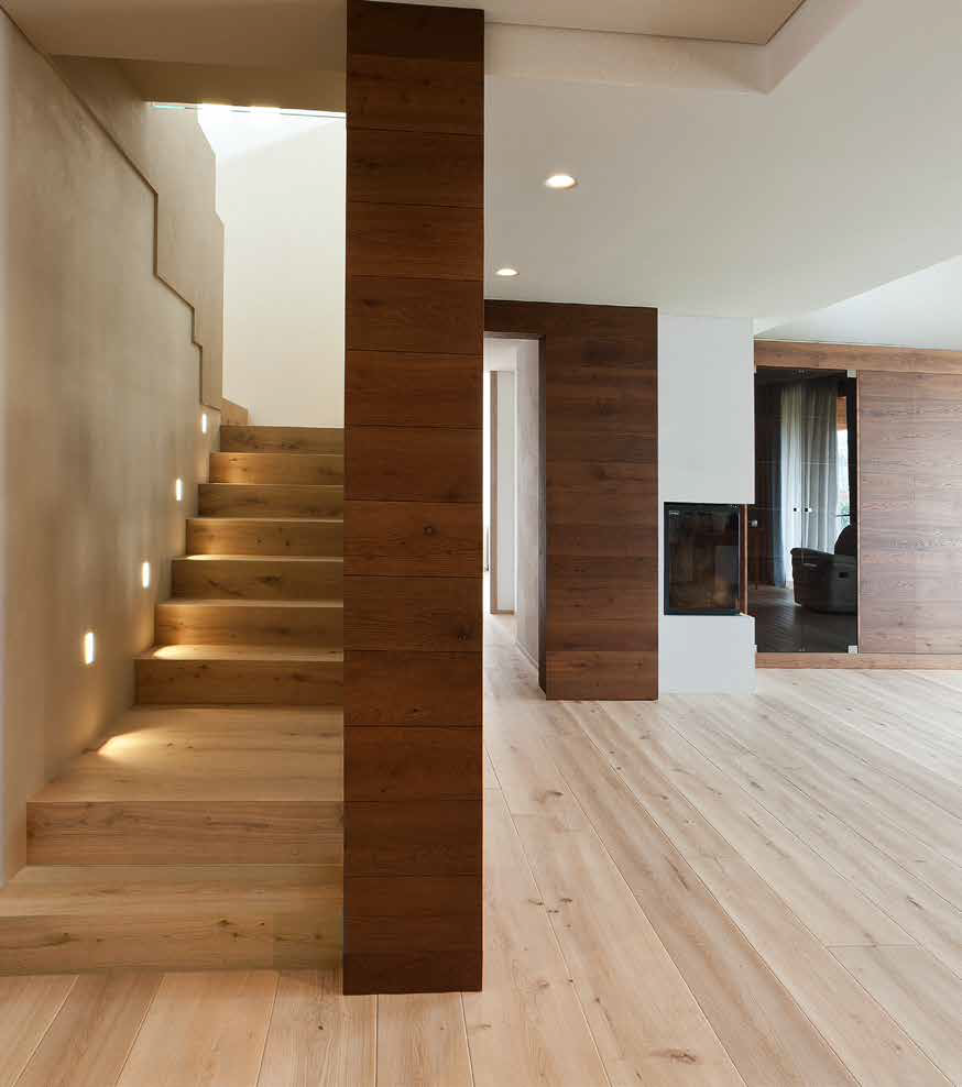 Onda Oak stair and walls