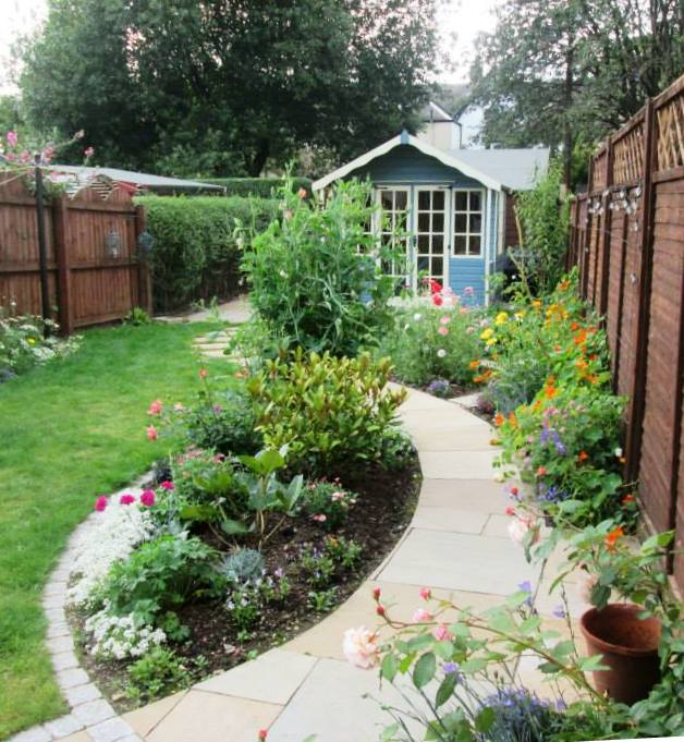 Natural cottage garden style in Glasgow