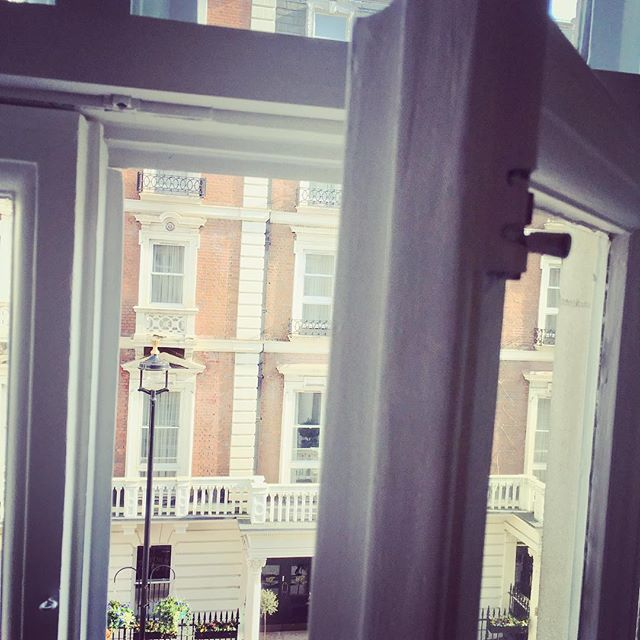 We even have the window open in the office today! #spring #springinmarylebone