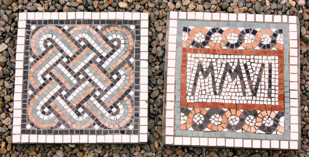 Garden mosaic slabs built in the indirect method.