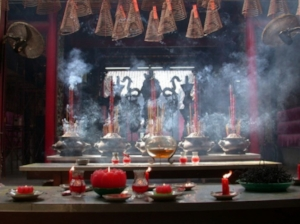 Pagoda with candles and incense (image: asianhorizons.co.uk)