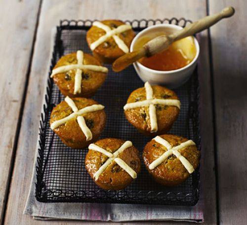 HOT CROSS BUN CUPCAKES - Hot cross buns + cake, what could be better? BBC Good Food have created hot cross bun cupcakes, combining the delicious flavours of lemon juice, mixed spices, raisins and apricot jam. If you're not a fan of raisins or currants then switch them out for chocolate chips or caramel nibs! These cupcakes are great for a family bake with the kids too as it's easy and simple.Recipe: BBC Good Food's Hot Cross Bun Cupcakes