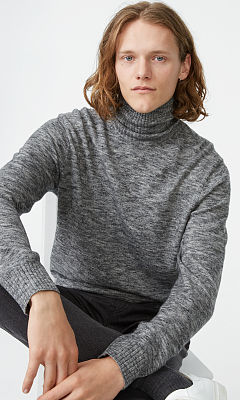 Space-Dyed Turtleneck  HK$1,690