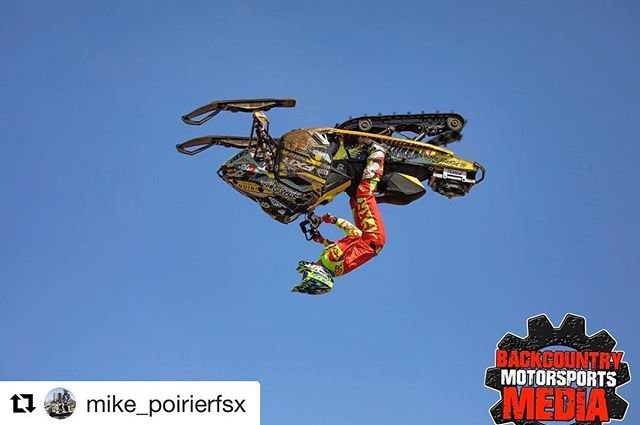 #Repost @mike_poirierfsx ・・・ Haydays 2018 📸 @backcountry_motorsports_media  #backcountrymotorsportsmedia #fxr #freestyle #skidoo #backflip #snowmobilefreestyle #sledlife #sledlyfe #freestylers #besttrick #haydays