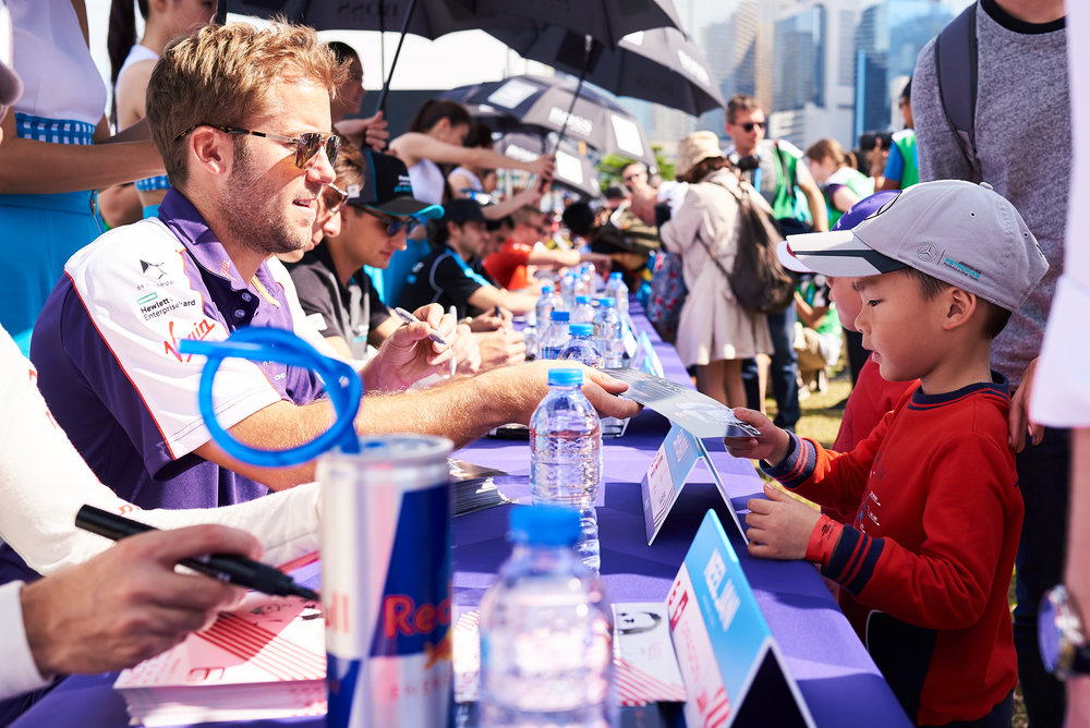 autograph sesh.jpg