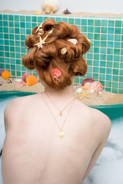 louise-damas-bijoux-ondine-medaille-coquillage-vermeil-sertie-collier-lolita-2.jpg