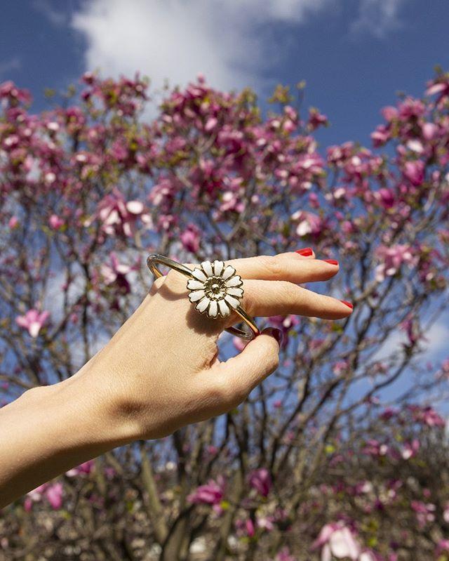 Henriette meets flowers 🌸  #louisedamas #handmade #jewelry #madeinparis #henriette
