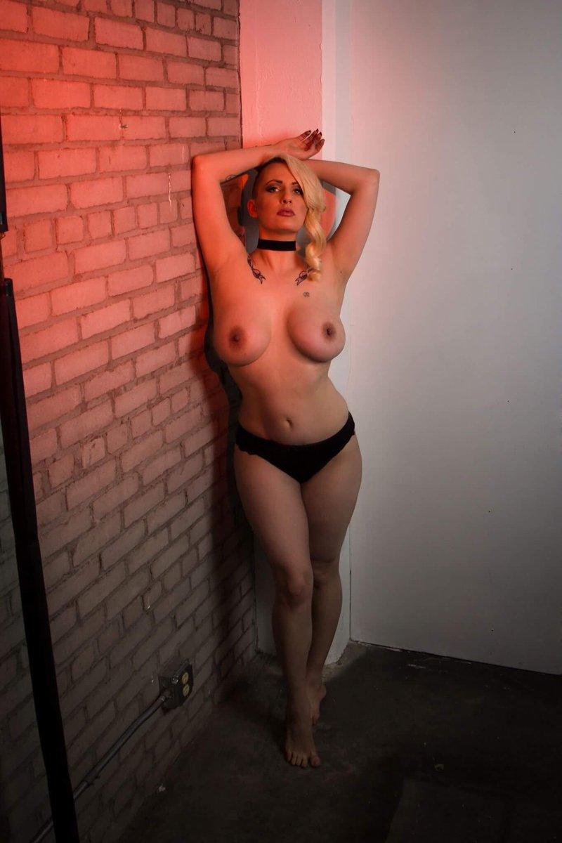 Holly Evans: Minneapolis Minnesota Escort Busty Blonde Tattooed