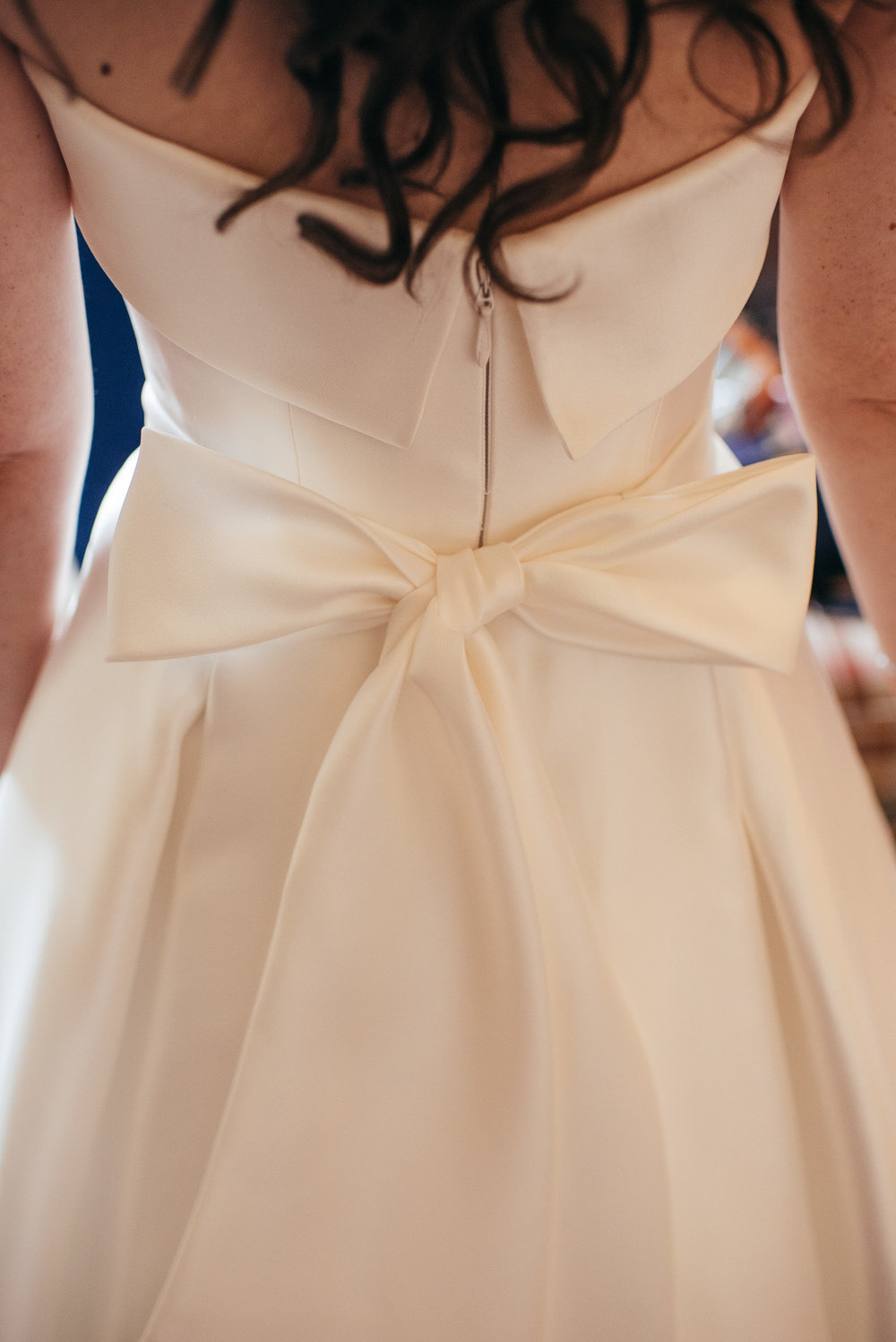 Wedding dress back bow