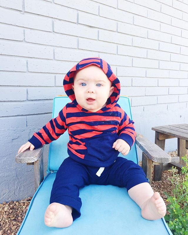 #fbf to when we found a baby lounge chair and put a really chunky baby on it with his baby blues 👶🏼💙 #relaxing#weekendvibes