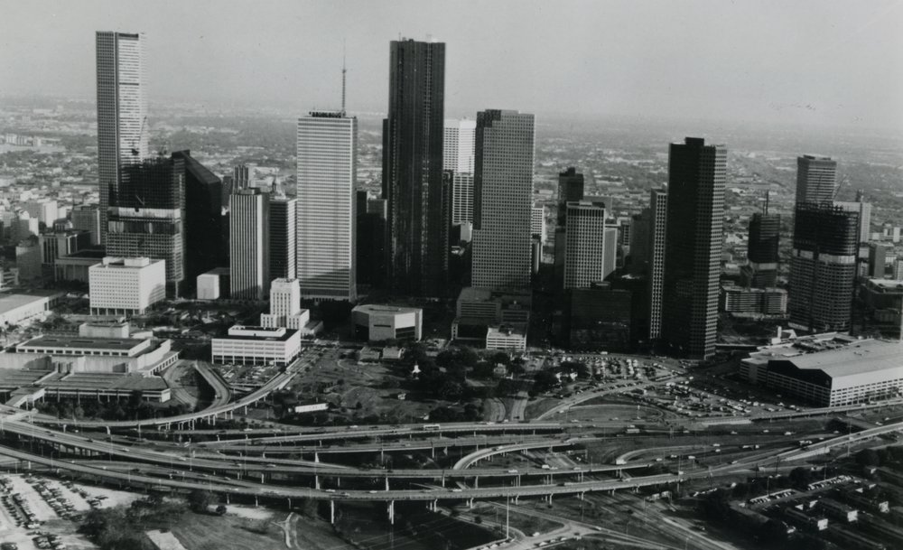 8bf91d906223a circa 1982 Houston skyline.jpg
