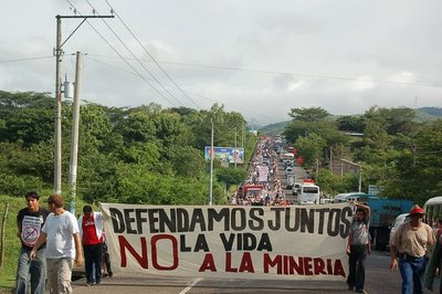 Salvadorans protest the gold mining.