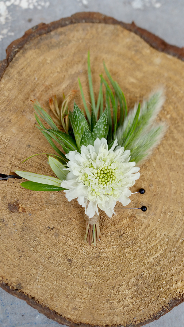 Floral boutonniere for wedding
