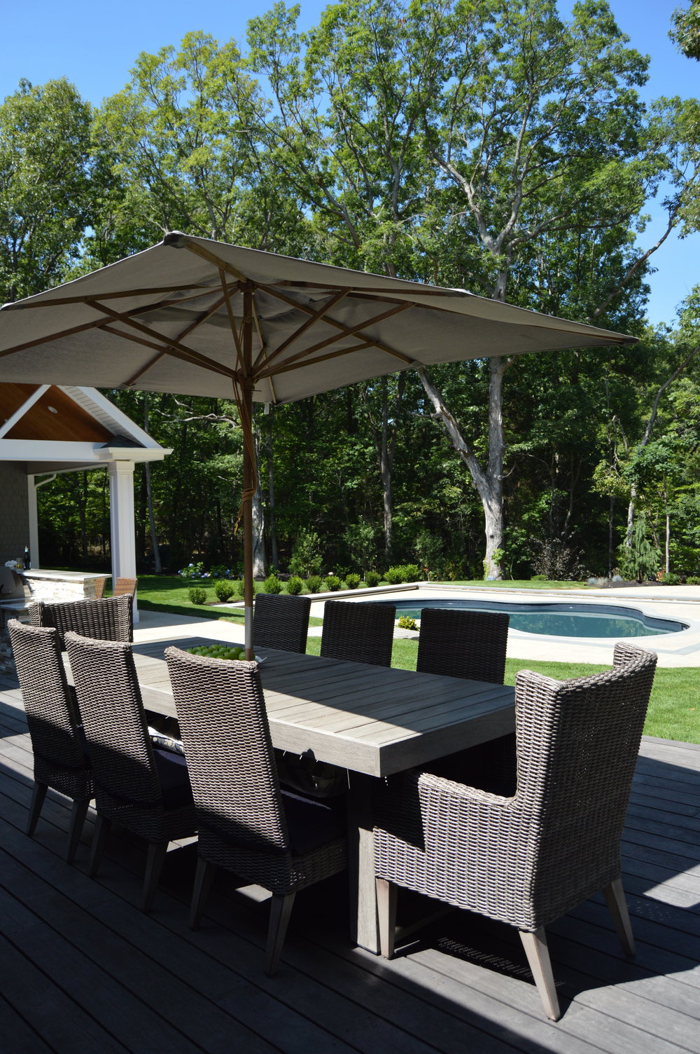 outdoor dining on the patio in Smithtown, NY