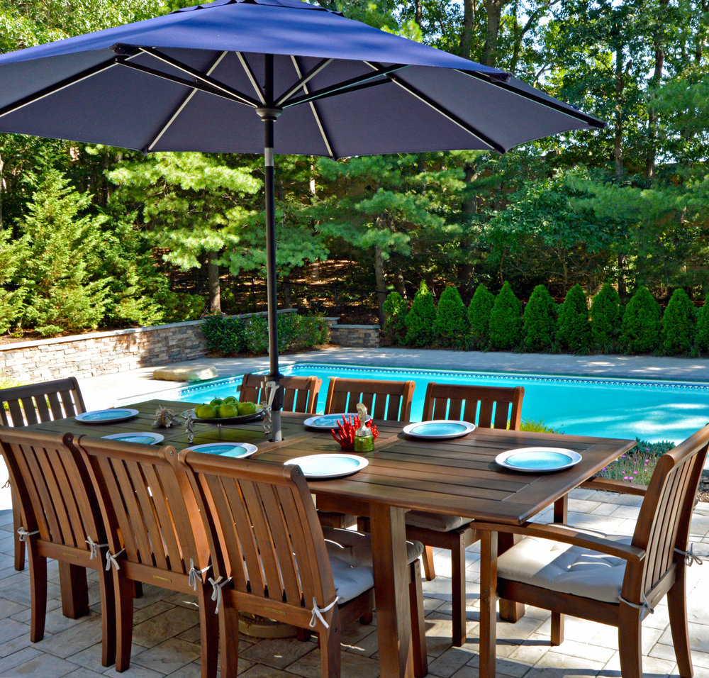 poolside patio and outdoor dining in Smithtown, NY