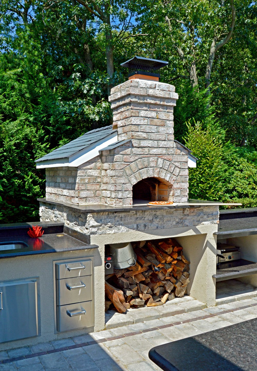 Holbrook, NY outdoor kitchen with sink and pizza oven