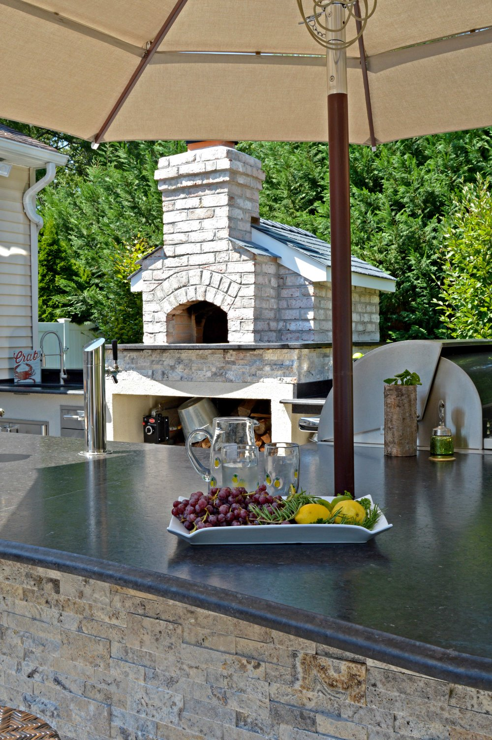 Holbrook, NY outdoor kitchen and pizza oven