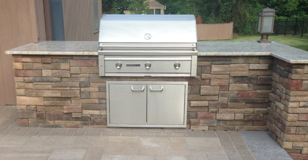 concrete paver patio and outdoor kitchen in Melville, NY