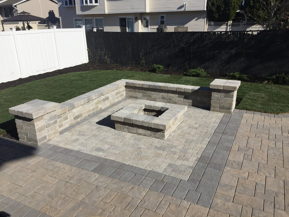 Backyard designs with fire pit in Syosset, NY