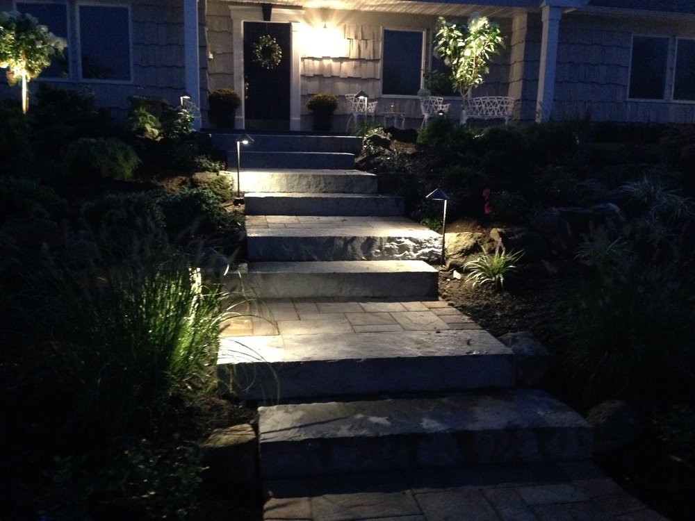 Smithtown, NY landscapelighting at a front entrance and steps