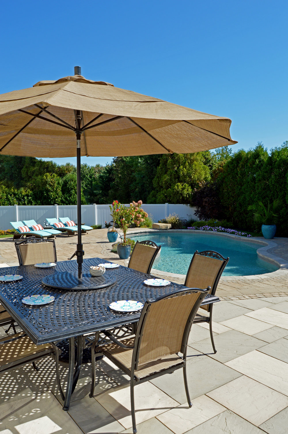 Smithtown, NY outdoor dining in backyard