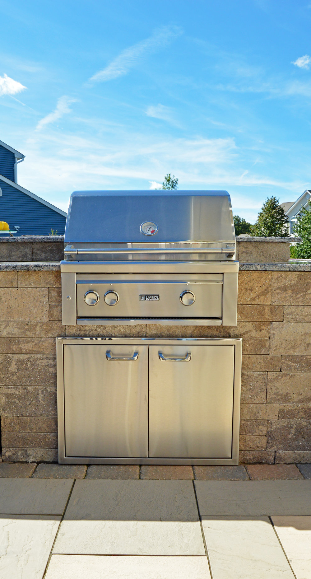 Smithtown, NY custom outdoor kitchen and bar and grill