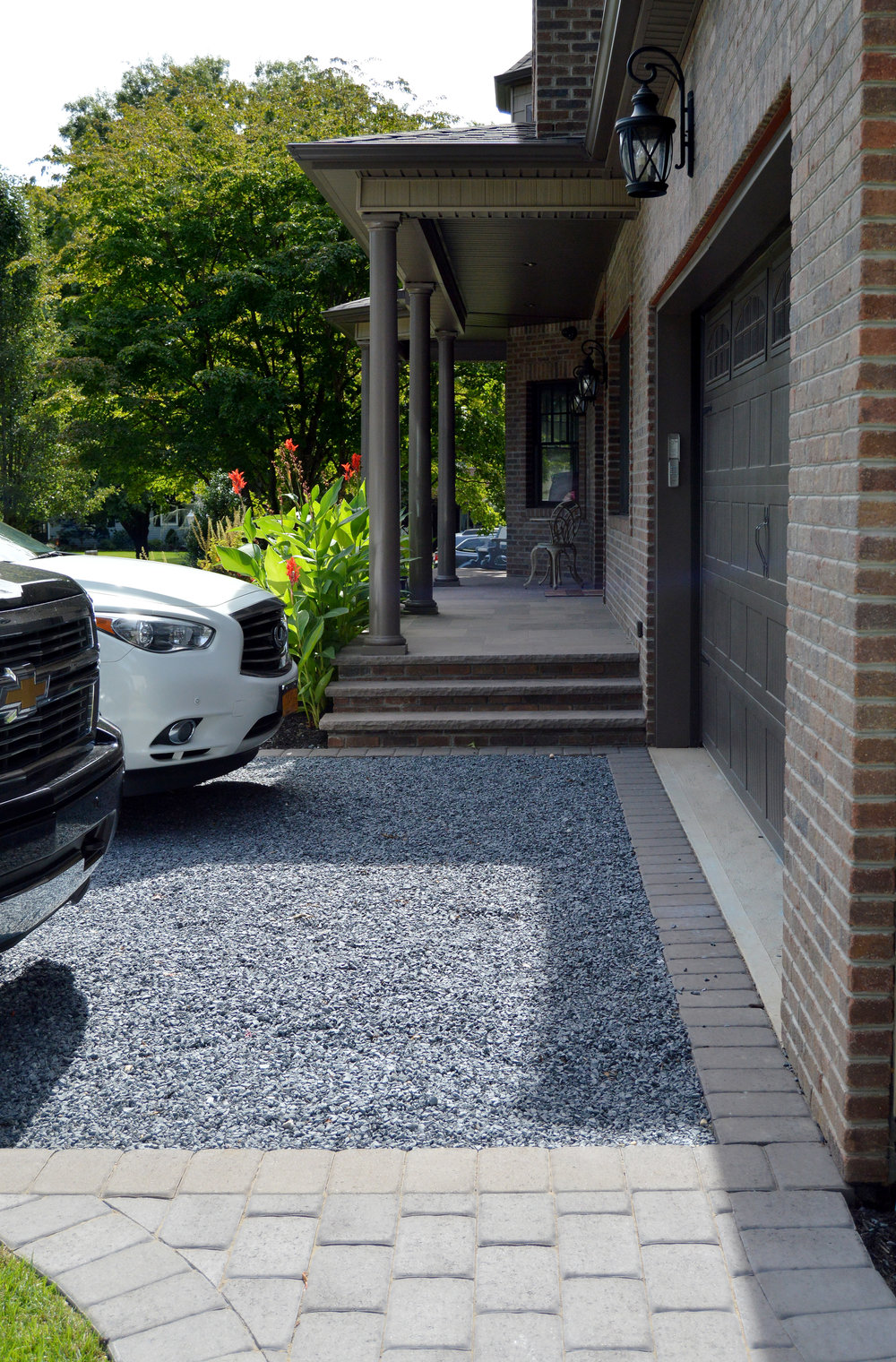 Smithtown, NY driveway with gravel and pavers
