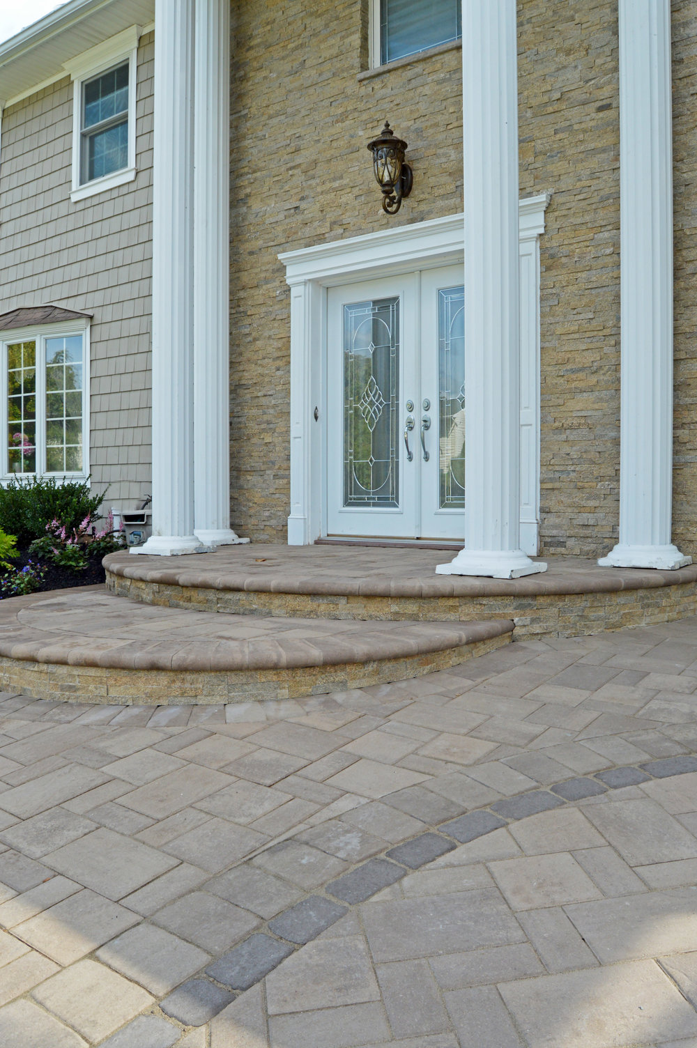 Smithtown, NY driveway with pavers