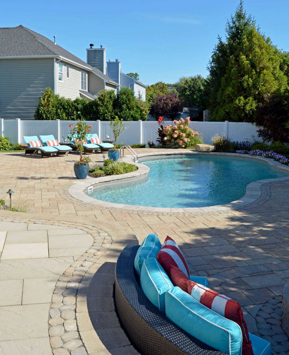 Backyard designs with plantings in Hicksville, NY