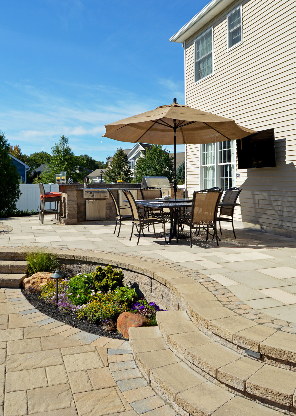 Smithtown, NY patio with dining area