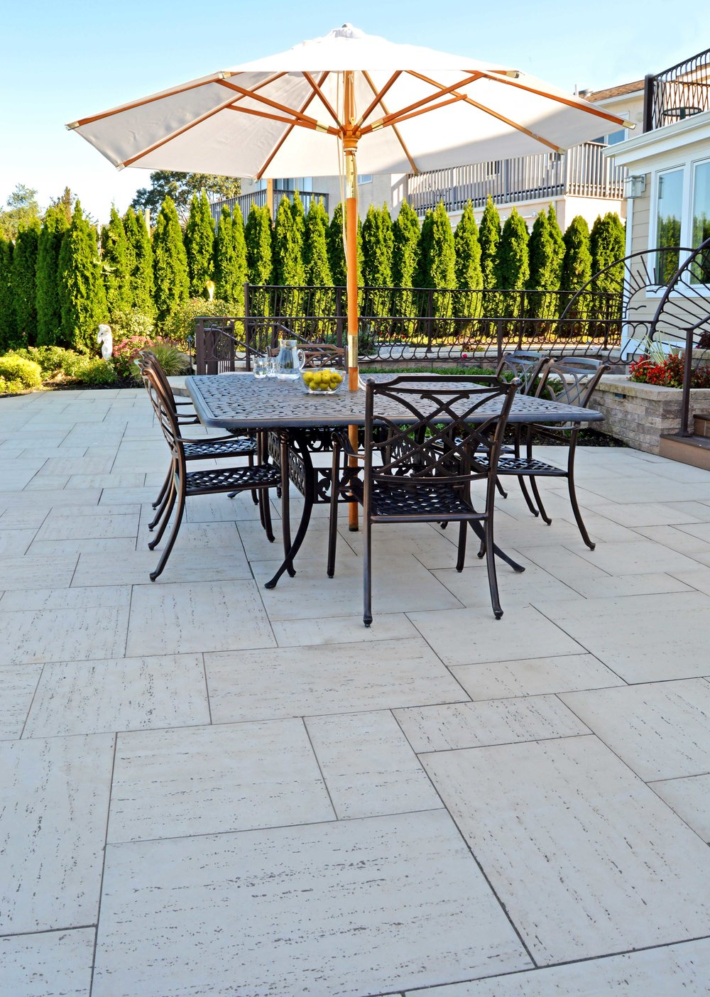 outdoor dining in Bayville, NY