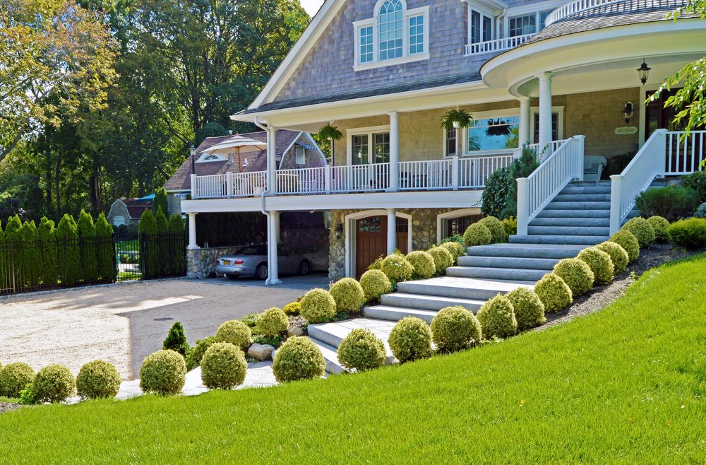 grand entrance with gravel driveway and courtyard in Northport, NY